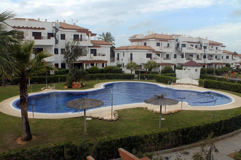 Apartamento planta baja -                                       Coto De Sancti Petri -                                       2 dormitorios -                                       6 ocupantes