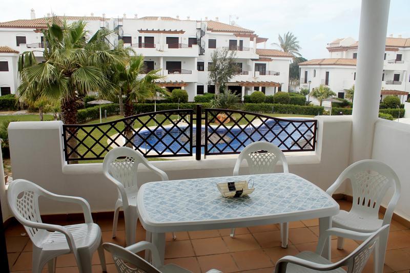 Apartamento primera planta -                                       Coto De Sancti Petri -                                       2 dormitorios -                                       6 ocupantes